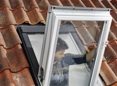 Enlever Le Cadre Pivotant De La Fenêtre De Toit Velux
